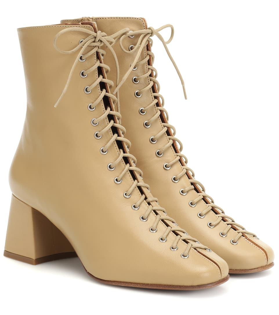 BY FAR Becca 裸色系带踝靴 €395(约3,098元)